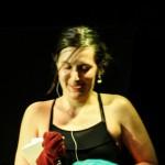Caro Kühner ist unser spontaner Gast des Abends. Für ihre Nummer leiht sie sich Socken vom Publikum und wird direkt ins Finale geklatscht!