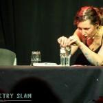 Im Finale spielt Caro Big Brother mit Tampons, Kondomen und zwei Wassergläsern nach und gewinnt den Abend!
